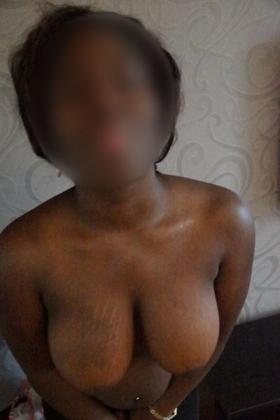 Escort dame Bo met grote borsten en ronde billen